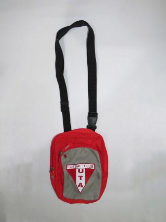 Geantă roșie UTA Arad1