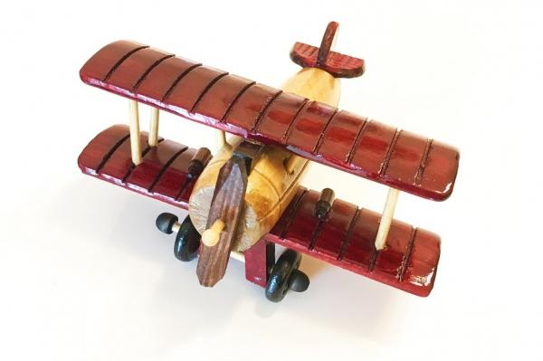 Avion din lemn