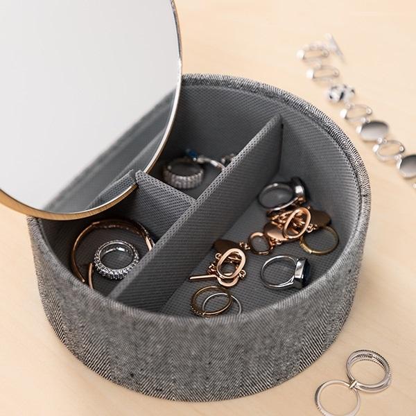 Cutie bijuterii cu organizator şi oglinda 1