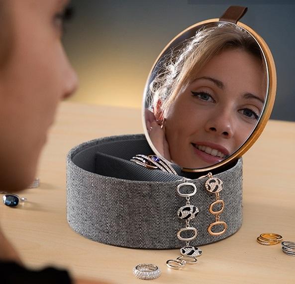Cutie bijuterii cu organizator şi oglinda 0