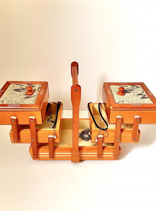 Cutie de bijuterii din lemn 1