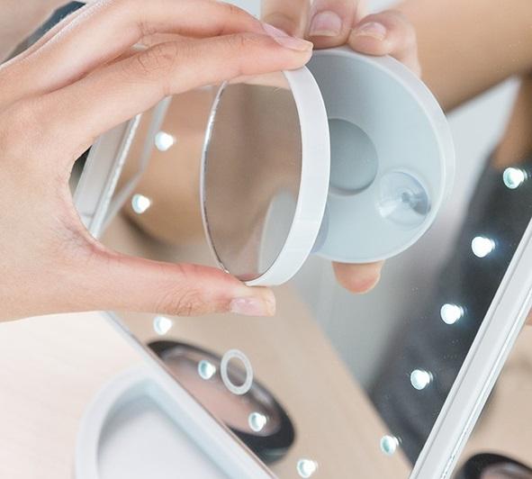 Oglinda Led cu efect de marire 4 in 1 1
