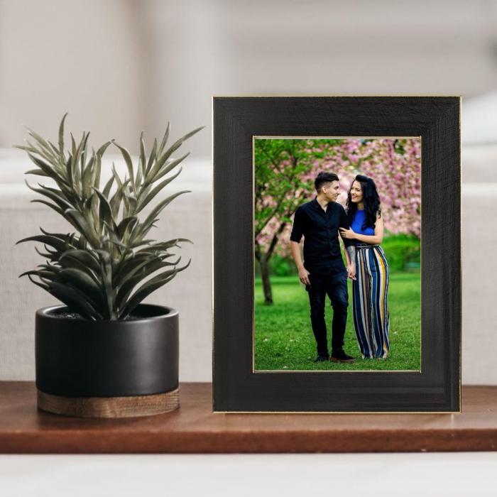Rama foto  de birou Negru cu Auriu personalizata cu o fotografie 0