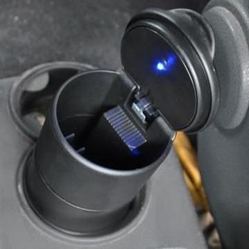 Scrumiera universala pentru masina cu capac si lumina led [0]