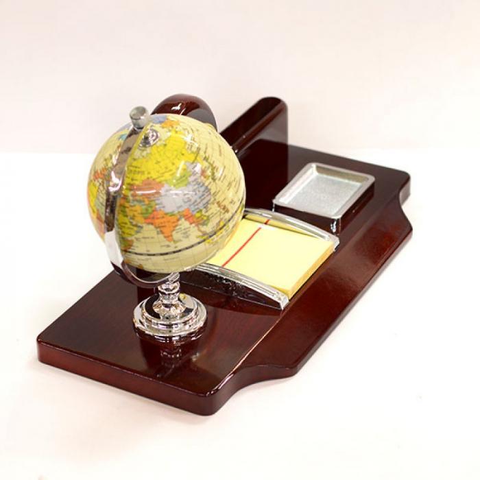 Suport de birou cu glob pamantesc si ceas 1