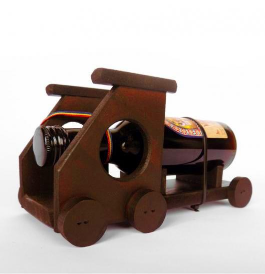 Suport vin camion mic din lemn cu sticluta 1