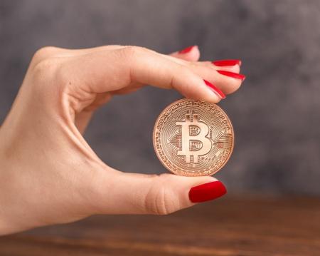 Moneda Bitcoin BTC in carcasa din plastic0