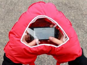 Manusa in forma de inima cu fereastra pentru telefon0