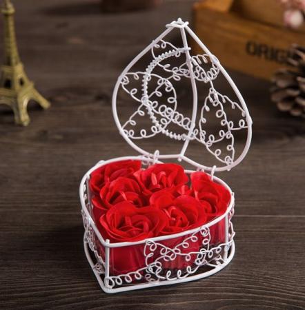 Trandafiri de săpun în cos de metal0