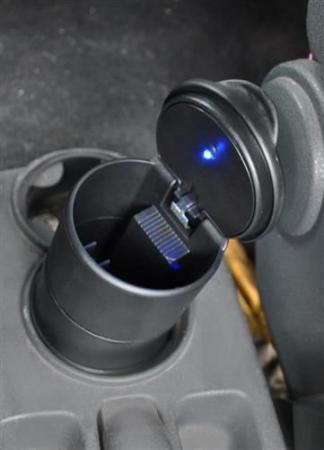 Scrumiera universala pentru masina cu capac si lumina led0