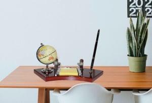 Set de birou cu pix, ceas, carnetel si glob pamantesc1