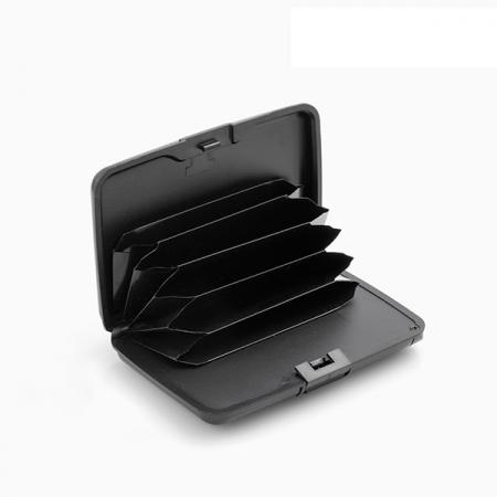 Portofel pentru carduri cu protecție antifraudă și power bank1