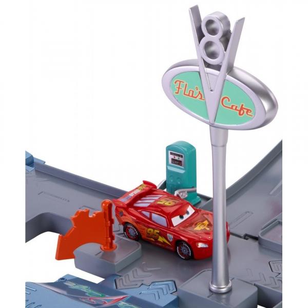 Pista cu lansator Cars Jump and Race Flo V8 Story Set 2