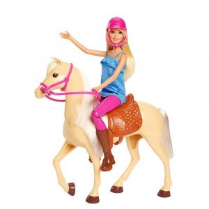 Set Papusa Barbie cu calut Mattel0