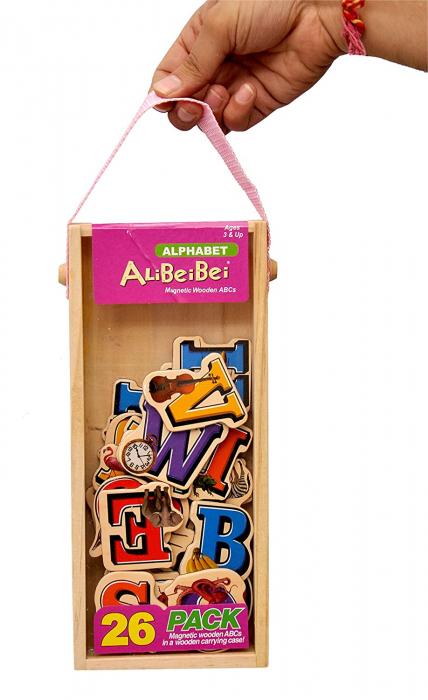 Set piese magnetice din lemn - litere alfabet - în cutie din lemn cu mâner [0]