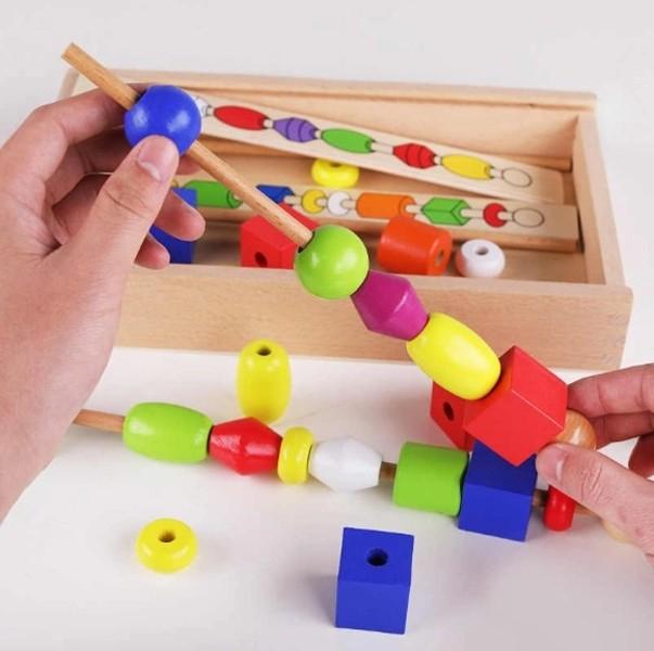 Joc Montessori din lemn de înșiruit mărgele pe băț - FRIGĂRUI- Beaded game box [0]