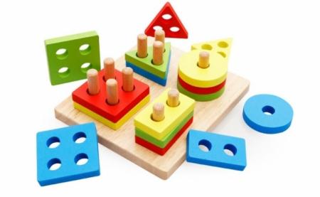 Joc de tip Montessori - Sortator cu 4 forme geometrice [1]