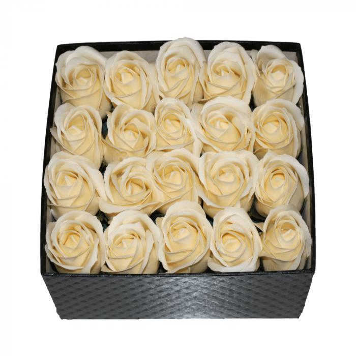 Aranjament trandafiri de sapun ivoire in cutie patrata neagra [0]