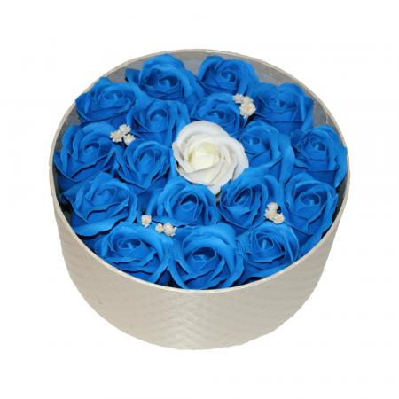 Aranjament trandafiri de sapun albastri si ivoire in cutie rotunda gold0
