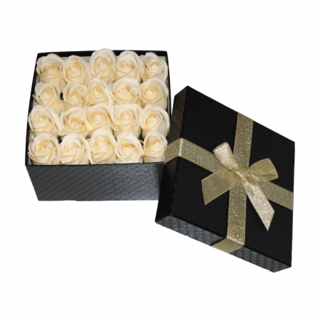 Aranjament trandafiri de sapun ivoire in cutie patrata neagra [1]