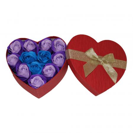 Aranjament trandafiri de sapun mov si albastri in cutie inima rosie1
