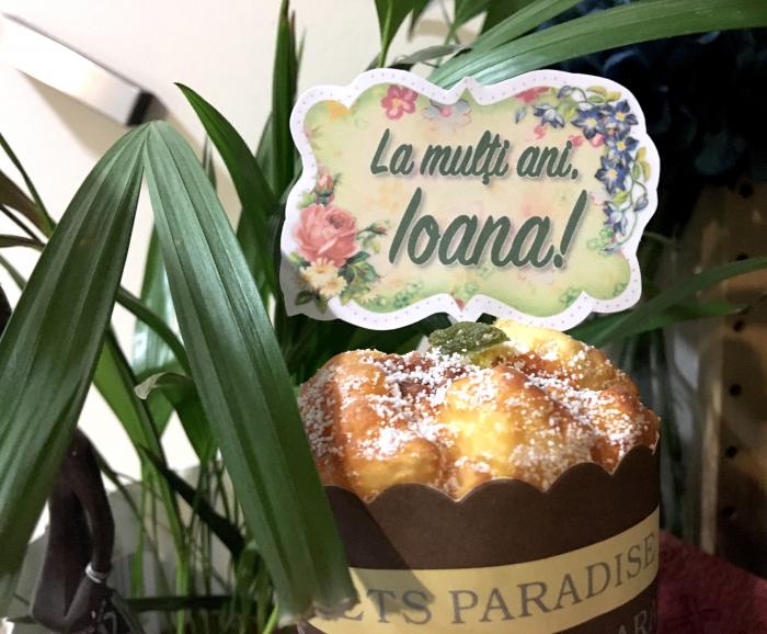 Decor tort personalizat cu La multi ani Ioana [0]