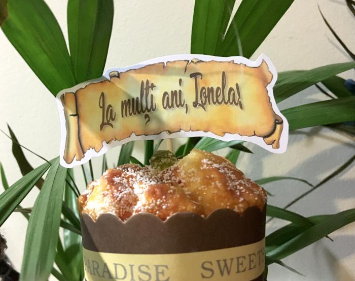 Decor tort personalizat cu La multi ani Ionela 0