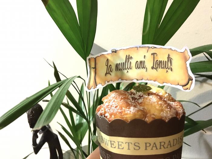 Decor tort personalizat cu La multi ani Ionut 0