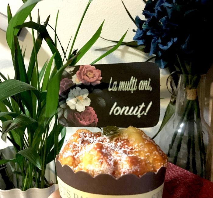 Decor tort personalizat cu La multi ani Ionut [0]