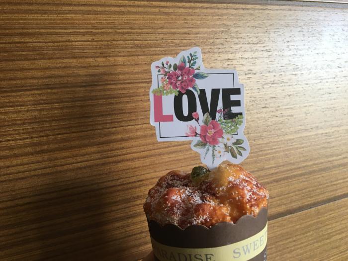 Stegulet LOVE cu chenar cu flori 0