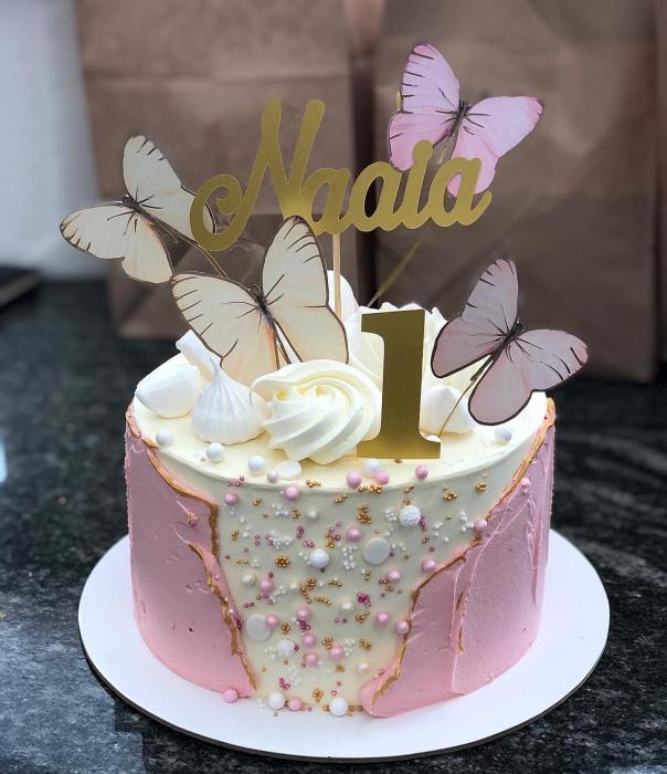 Ornament tort cu 5 toppere fluturi pastelati roz si crem 1