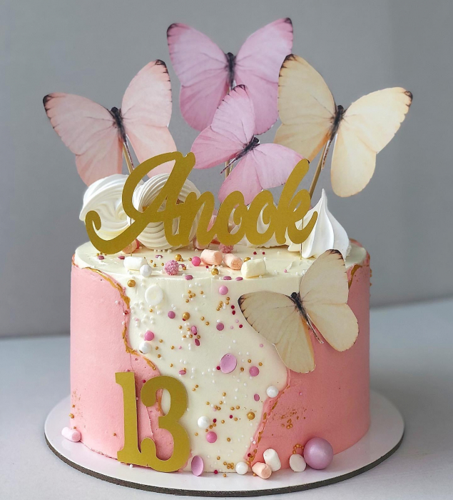 Ornament tort cu 5 toppere fluturi pastelati roz si crem 2