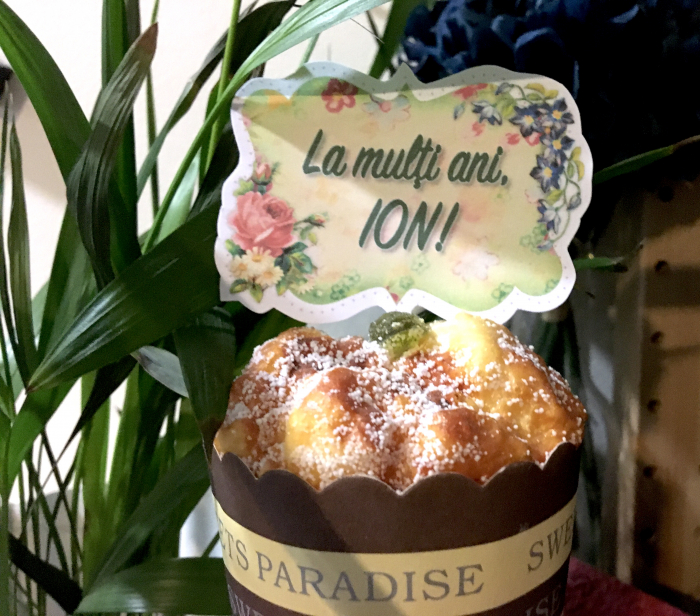 Decor tort personalizat cu La multi ani Ion 0