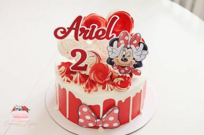 Suita toppere tort cu Minnie rosie pusa pe sotii [0]