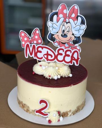 Suita toppere tort cu Minnie rosie pusa pe sotii [1]