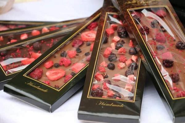 Ciocolata artizanala cu lapte si fructe liofilizate [3]