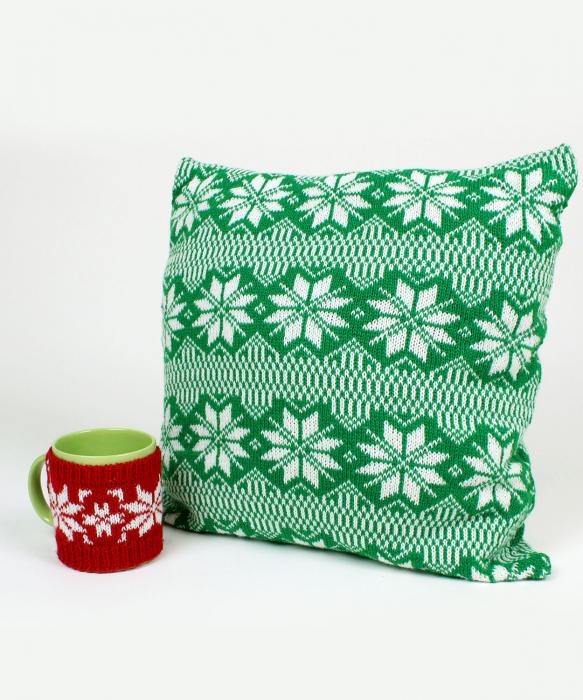 Perna decorativa cu model de iarna verde 1
