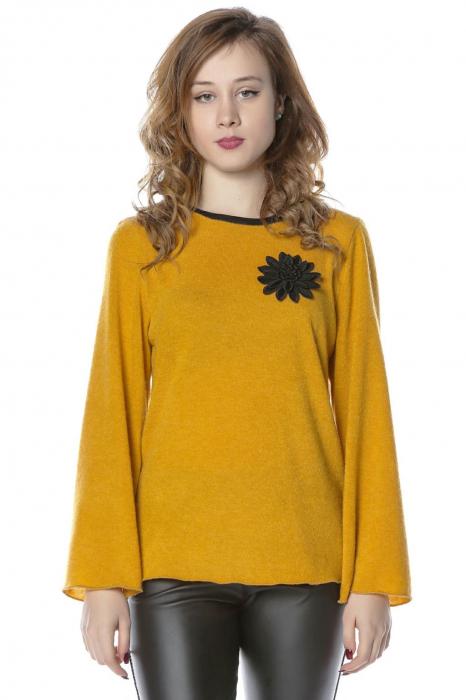 Bluza galbena din jerse cu floare aplicata B117 0