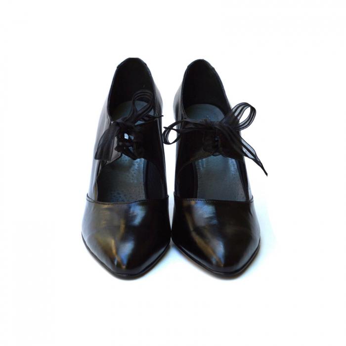 Pantofi cu toc gros si siret din organza 2