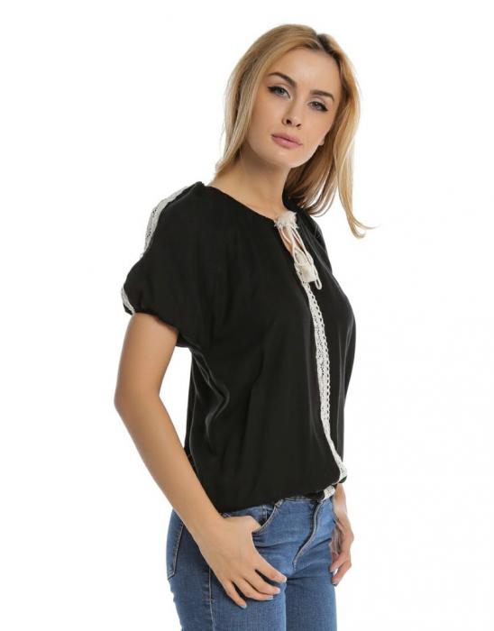 Bluza casual neagra cu aplicatie de dantela perforata B109 1