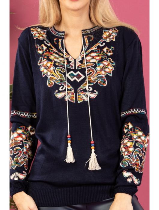 Bluza cu maneci lungi din tricot bleumarin cu broderie florala 1