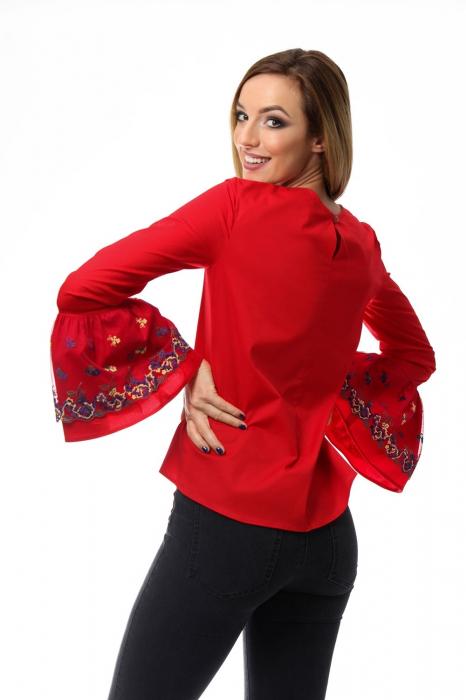 Bluza dama rosie cu maneci clopot si broderie cu model floral 1