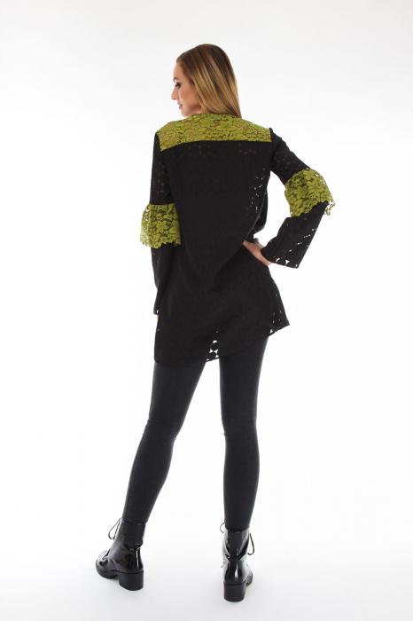 Bluza eleganta neagra cu volan negru 1