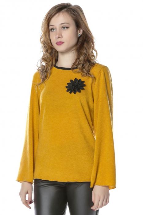 Bluza galbena din jerse cu floare aplicata B117 1
