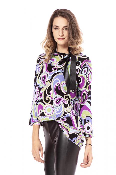 Bluza lejera cu imprimeu multicolor si maneci trei sferturi [1]
