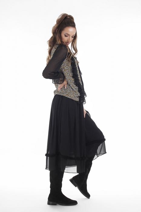 Bluza neagra cu imprimeu floral si volanase 2
