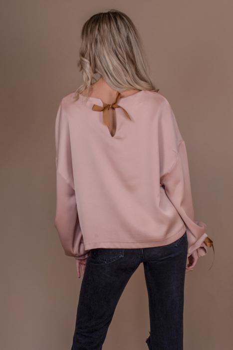 Bluza oversize roz cu maneci lungi si imprimeu traditional 2