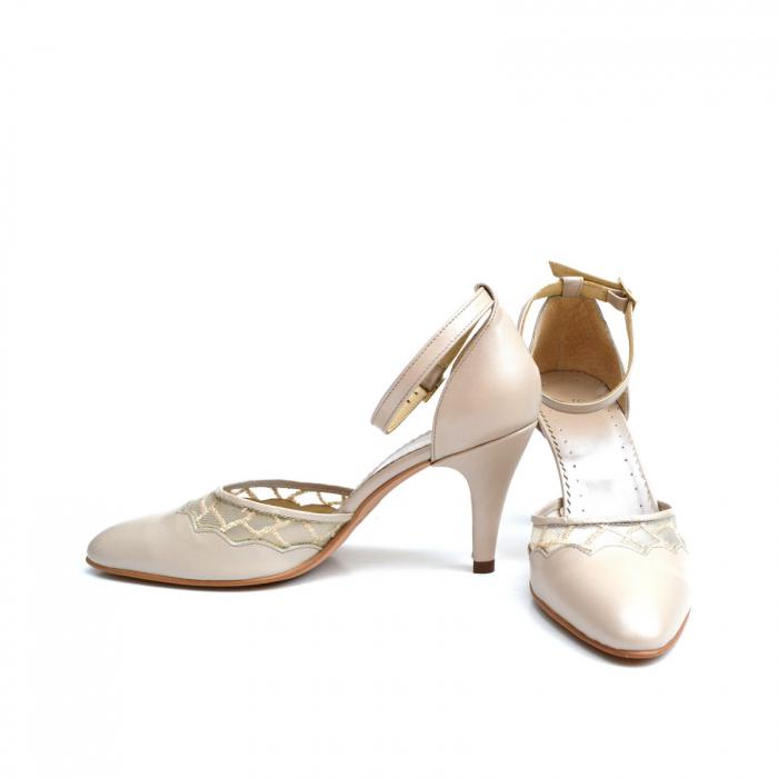 Pantofi dama eleganti cu toc jos Nude Lace 1