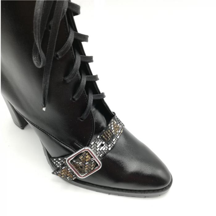 Botine negre din piele naturala cu insertie multicolora accesorizata cu catarama 3