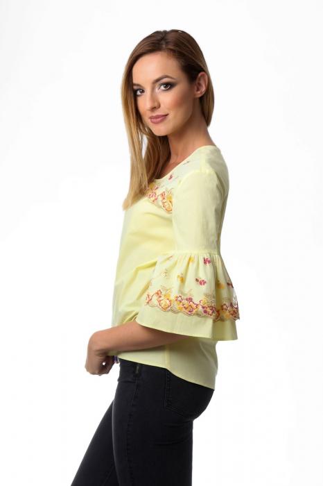 Bluza dama galbena cu maneci clopot si broderie cu model floral 2